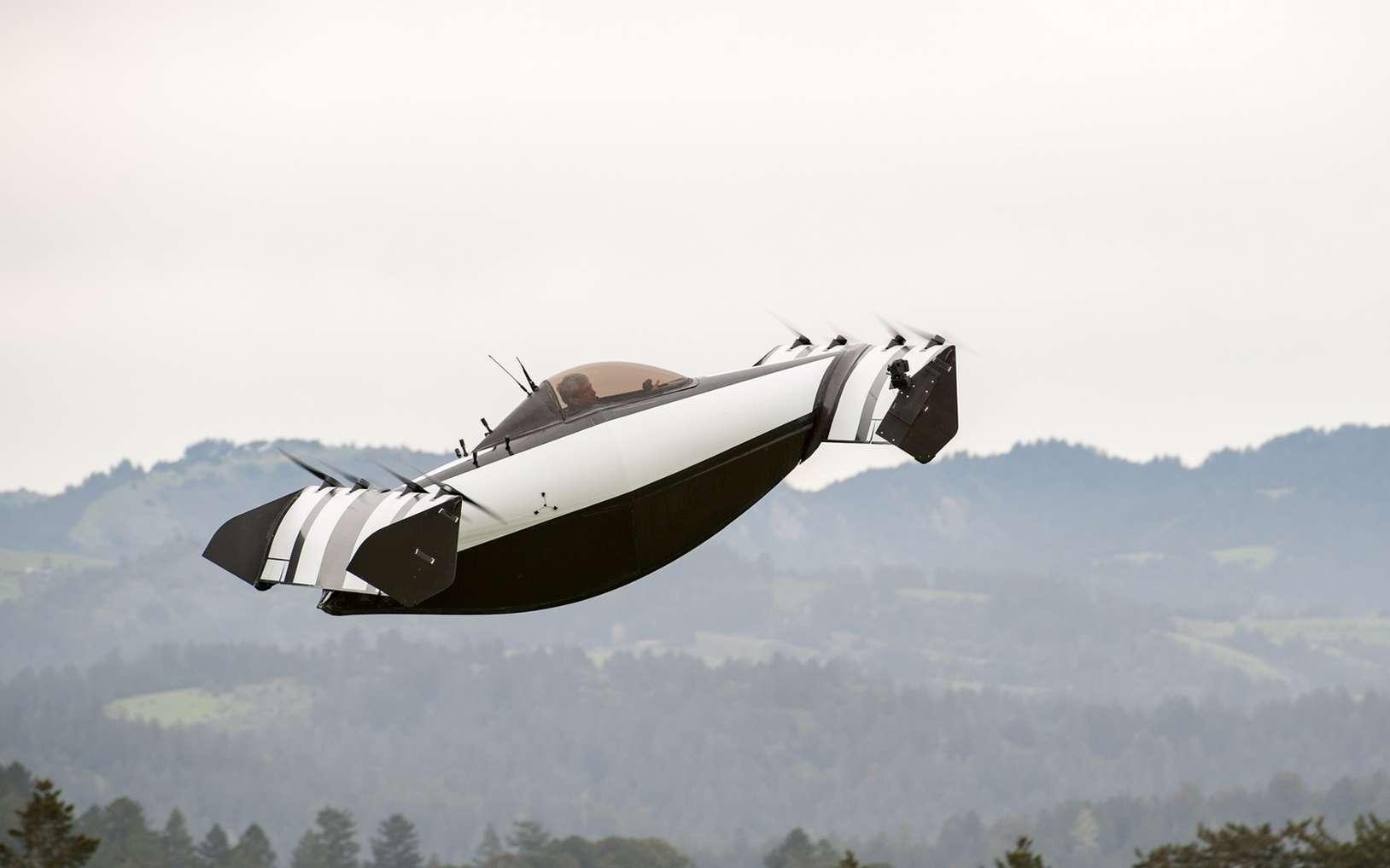 Drôle de Tech : une DeLorean autonome championne de drift, un thermomètre pour chien et BlackFly, une nouvelle « voiture volante » amphibie