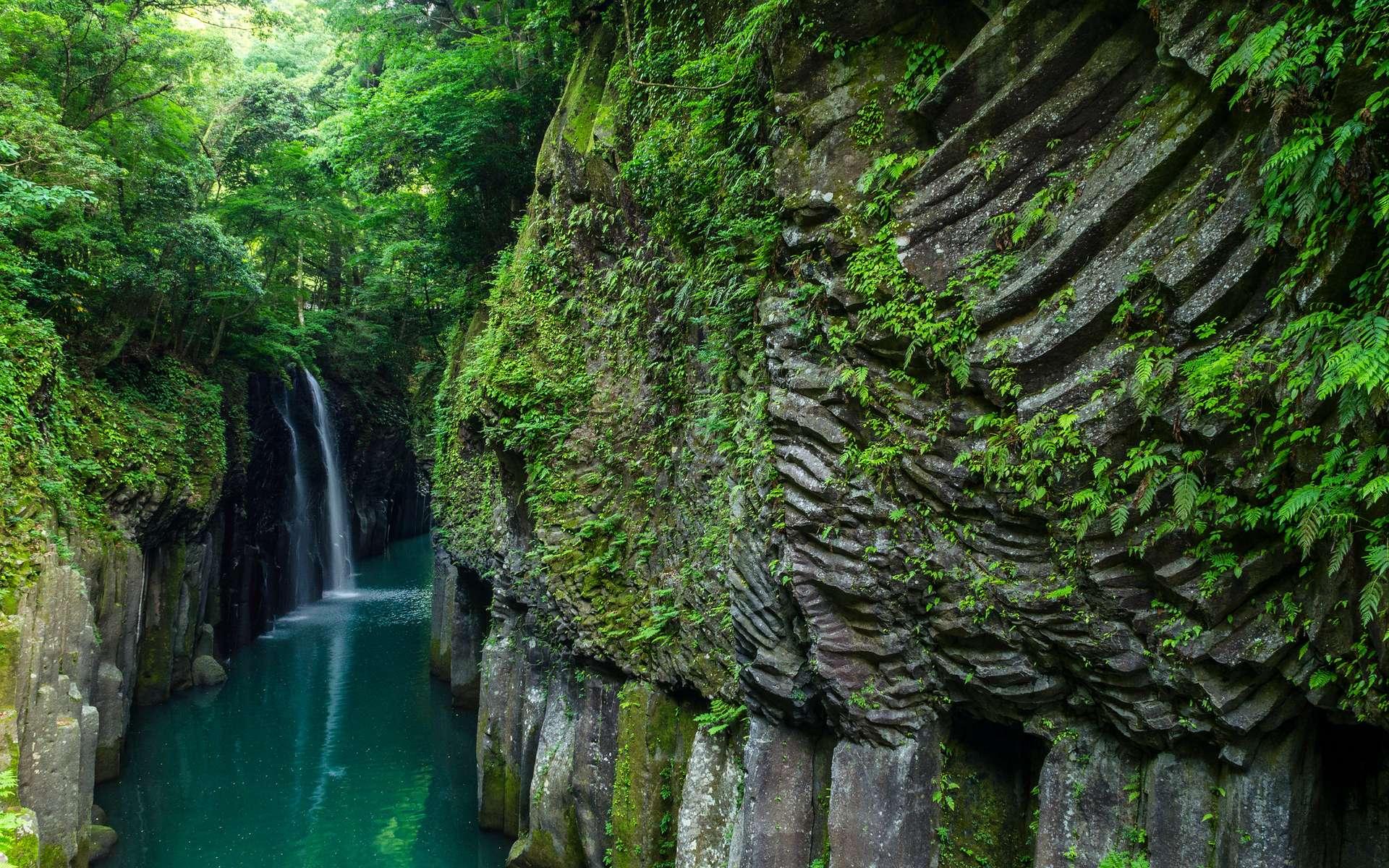 Explorez les gorges féeriques de Takachiho sur l'île de Kyūshū, au Japon
