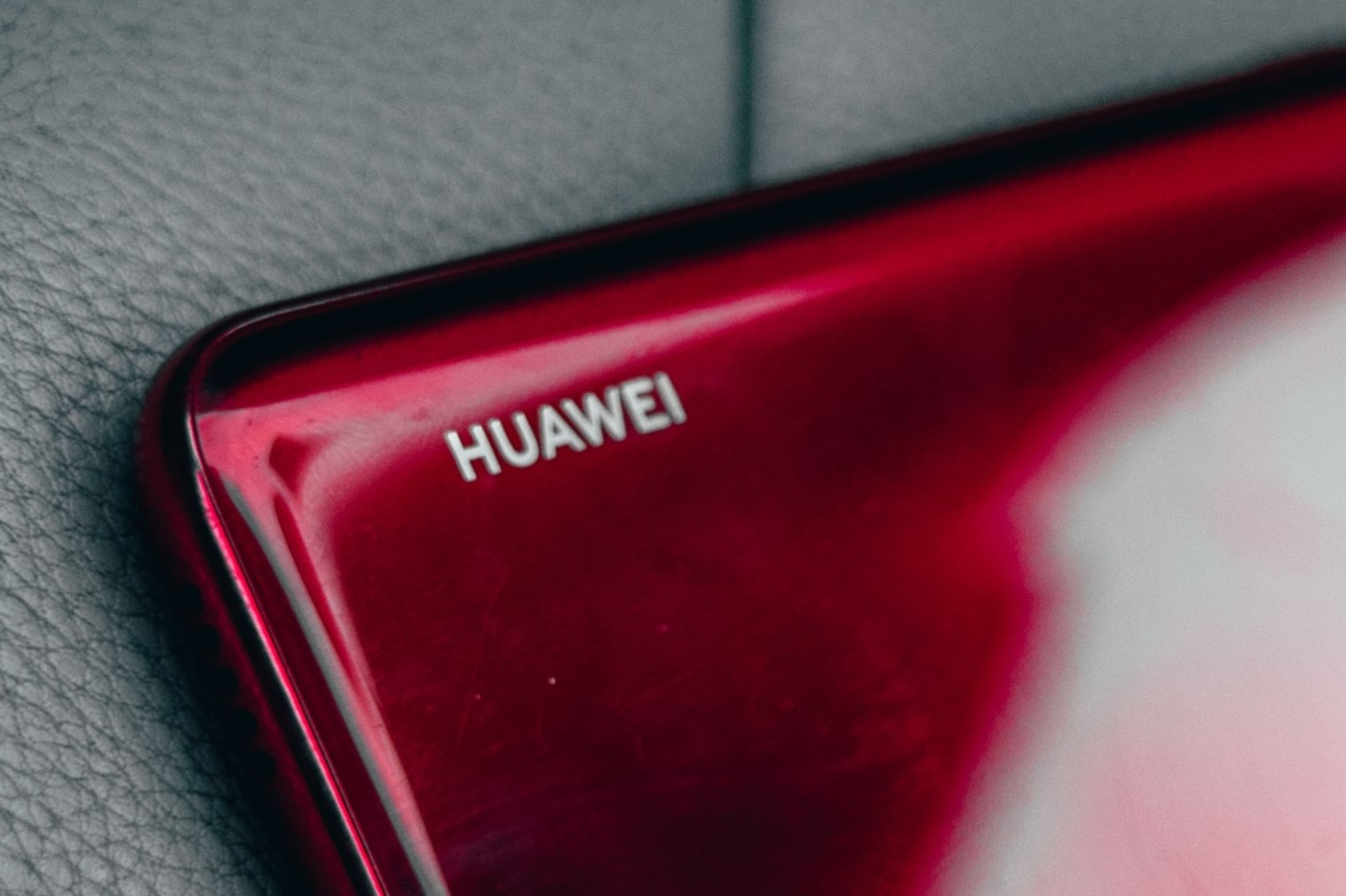 Huawei développerait aussi un smartphone avec une caméra cachée sous l'écran