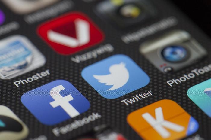 Modération: le Sénat américain veut auditionner les dirigeants de Twitter et Facebook